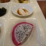 レストランイペア - ドラゴンフルーツにジーマミ豆腐