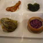 レストランイペア - 手前がもずくの天ぷらと紫芋タルト