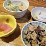 もがめ食堂 - 千円の定食でこんなに小鉢がつくなんて♪