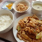 """丘珠キッチン - 鶏肉とザーサイの薬味炒め定食;本日の小鉢は""""切干大根の煮物""""でした(^^) @2018/08/11"""