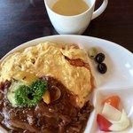 ステーキ&ビア ビストロ・パプリカ - 竹鶏たまごのオムライス