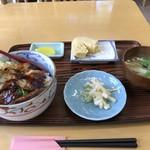 かね正 - 料理写真:焼き穴子丼1300円です(2018.8.13)
