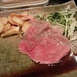 シャカ - 薄切りステーキにニンニクとカイワレ大根を巻いて