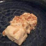 シャカ - 豆腐にタルタルソースとニンニクみじん切り
