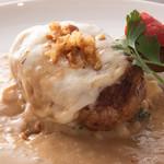 ハンバーグ パテ トツカ - その他写真:ガーリックと焦がしバターの香り!ふわっふわのバーニャカウダソースで食べるチーズハンバーグ