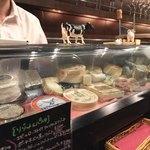 フロマージュ倶楽部 - 内観写真:チーズたくさん