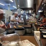 丸亀製麺 - 調理場