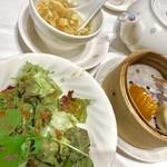 90839942 - 4種類の海の幸入りあんかけ焼きそばランチ¥1980の                       サラダ、本日のスープ、蒸し物(小籠包と海老餃子)