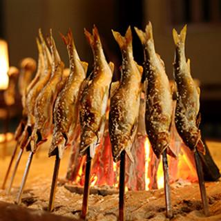 """食材の旨味を極限まで引き出す。炭火で丁寧に炙った""""天然鮎"""""""