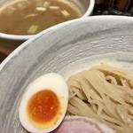 道の塩 - 塩つけ麺@900円   スープは頑張ってるけど麺がついてきてないね!なので別々に食べると美味いですよ!