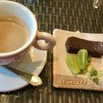 L'ISOLETTA - マスカットと、チョコレートのテリーヌ    コレも好き❤️