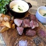 3diner - 熟成肉ステーキ☆ジューシーで旨みたっぷり! ハッシュドポテト(黒のココット)は+500円。