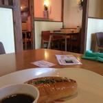 ベーカリー&カフェ キクチヤ - カフェスペース