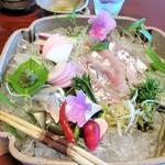 90848140 - 鮎の背越し、刺身と京野菜、摘草など。