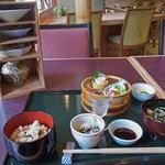 kanazawasekitei - 石亭御前全体図。左の棚から一皿ずつ出して頂く。