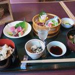 kanazawasekitei - 一皿目のお刺身をセットして撮影。豪華な昼食