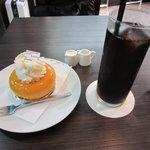 9085413 - アイスコーヒーとケーキ