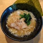 横浜家系ラーメン 一蓮家 - とんこつ醤油(680円)
