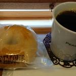 90855884 - 本日のコーヒー+ベーグル