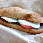 COMPTOIR - 本日のサンド 〜モッツァレラとトマト 500円