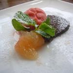 イタリア食堂 ジラソーレ - ブラッドオレンジのソルベ、生チョコ、オレンジ
