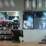 エンゾ パステリア - カウンターから見る厨房