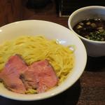 牛骨らーめん 牛王 - つけ麺(大盛300g)850円