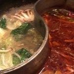 90876030 - 昆布スープと火鍋スープの二層鍋を選択