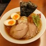 90877626 - 東京駅 醤油 ¥980 魚介醤油 細麺ストレート