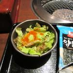 一頭買焼肉 醍醐 - サラダ