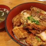 和ガリコ - 豚丼並の肉増しとスープ