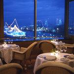 パノラミックレストラン ル・ノルマンディ - 内観写真:デッキ席からの夜景