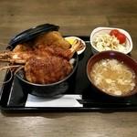 食処 ふらっと - ミックス丼(豚・海老・自家製メンチ)