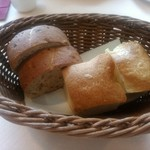ST.HUBERTUS - サラダランチの「フォカッチャとくるみパン」
