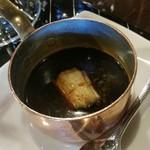 横浜うかい亭 - 焦がしネギで風味付けした生醤油。