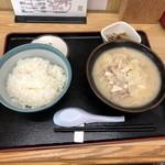 とん汁 たちばな - とん汁定食(並盛)950円(税込)