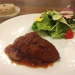 グルテンフリー アンド ビーガンカフェ チョイス - 豆と雑穀のハンバーグ(サラダ付き)(900円)