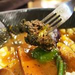 スープカレーlavi - 見た目はイマイチだが香ばしい味のブロッコリー
