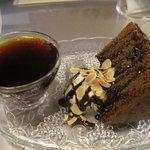 208209 - チョコレートシフォンケーキと珈琲のセット