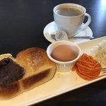 スマイル カフェ - 料理写真:ブレンドコーヒー400円とバター&小倉トーストのモーニング