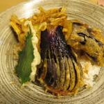 天ぷら やす田 - 茄子天丼のアップ