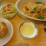 エムズ キッチン - 本日の日替わりパスタ(アスパラとベーコンクリームソース 650円)