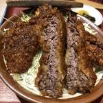 とん亭 - 八重うまっソースかつ丼(桜肉)(税込1380円)
