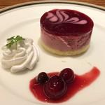 洋食 麻布満天星 - デザートは「ブルーベリーケーキ」など。