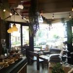 ピースフラワーマーケット&カフェ - 溢れるグリーン。