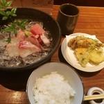 90915923 - 数種類の野菜や肉厚でジューシーな鰯など天ぷらの小鉢付き、お造り御膳1,100円