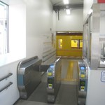 90916584 - いつ出来て、いつ無くなるともしれない銀座線渋谷駅の隅っこ改札