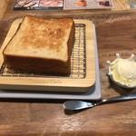 俺のBakery&Cafe - トースト 香(ホイップバター塩) 480円(税込)
