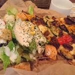 カボット カフェ - NY Style Pizza スパイシー挽き肉とグリル野菜