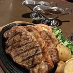 スコール - 食べ放題のステーキ